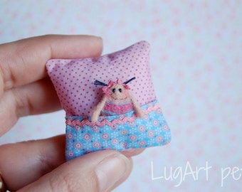 Little cushion with tiny primitive doll.
