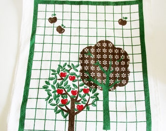 1 Lovely Vintage Retro Terry Cloth Tea Towel Kitchen Towel with Apple tree, made in the 70s