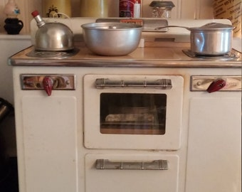 """Awesome RARE """"Little Lady"""" 1950's Vintage Working Stove and Oven with Bonus Accessories, vintage Toys"""
