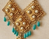 three articulated gold tone metal articulated squares large vintage ornate pendant necklace w/ faux turquoise dangles and simulated pearls