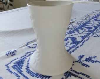 Vintage Finnish white relief candleholder - Suvi Arabia - GoG - Gunvor Olin Grönqvist design