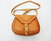 Vintage 70s Leather Tooled Tan Brown Saddle Bag / Purse / Hippie / Boho