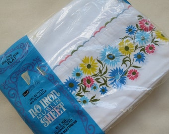 Vintage Sheet - White with Daisy Border - Full or Double Flat - BRAND NEW in package