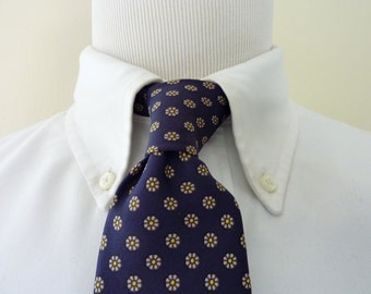CLASSIC Vintage 1960s Brooks Brothers All Silk Silver & Yellow Flowers on Navy Blue Floral Foulard Trad / Ivy League Neck Tie.