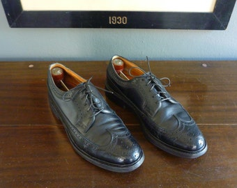 CLASSIC Vintage Florsheim Imperial Black Leather Wing Tip Shoes 8 1/2 D.  Made in USA.
