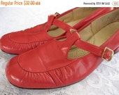 ON SALE vintage. SHOES. mary janes. Red. small heel. Mod. Size 7. 1960s.