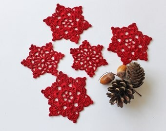 Set of 5 red crochet snowflakes, tree ornaments, Christmas stars, holiday decor, gift wrapping, Ready to ship