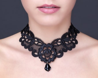 Necklace in black guipure with a crystal pendant of Swarovski