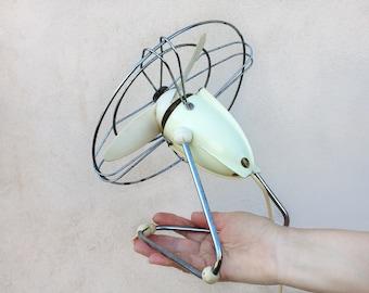 50s Desk Fan Termozeta / Vintage electric table fan / ivory white fan / mid century italian fan / working fan Made in Italy / Vintage design
