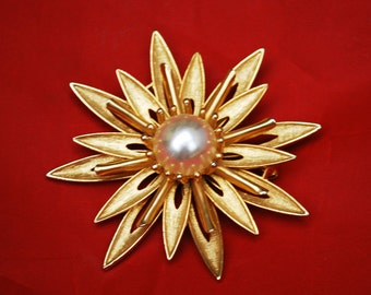 Vintage Large Cathe Brooch Gold and Pearl Flower pin