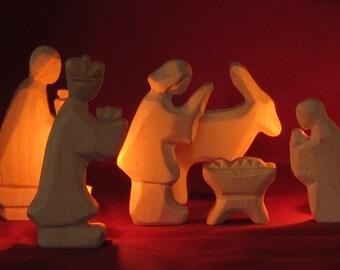 Figurines de crèche sculptée, lit en bois
