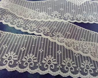 "Vintage 1960s white floral lace 2 5/8""  - 35 feet"
