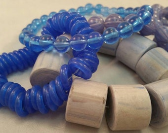 NEW vintage 1950s blue lucite bead lot - never used - 5 stands