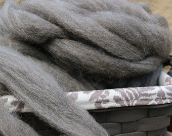 4 oz Light Charcoal Grey Roving ; 90/10 Regal Point Romney Wool / Alpaca Blend