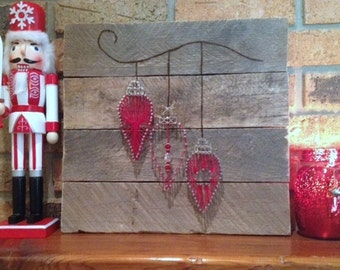 Rustic Christmas pallet with string art ornaments