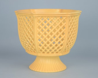 Vintage Regaline Basket Weave Design Hard Plastic Pedestal Flower Pot, Planter, Dish, Bowl