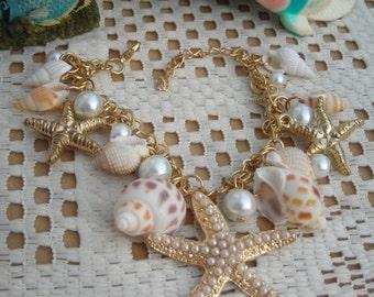 Fashion chunky chain link bracelet w. CONCH, fx PEARL, STARFISH charms