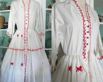1950s Folk Dress / Vintage 50s White Cotton Full Skirt Day Dress w/ Red Horse Cross-stitch Embroidery/ Scandinavian Folk / Rockabilly - XS/S
