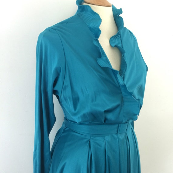 Vintage frilled dress sexy secretary deep V accordian pleated neckline jade green mom fit 1970s wrap polyester jersey stretch UK 16 plus