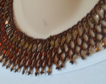 Beautiful netted bib necklace in amber, gold