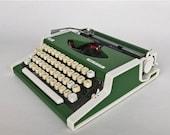 20% OFF Vintage Typewriter / Unis tbm de Luxe Typewriter / 70's Yugoslavia / Green