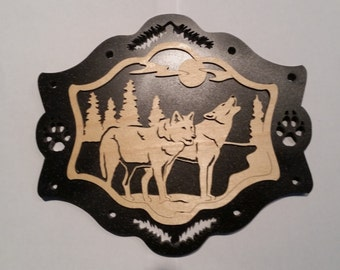 Howling at the Moon Wolf Plaque