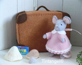 Travel Mouse with suitcase - girl. DIY kit.