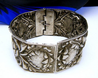 Vintage Silver Tone Repousse Hinged 1 1/4 Inch Wide Bangle
