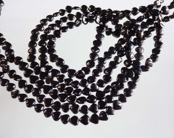 14-inch AAA quality Black Spinel smooth plain heart shape size 4-4.5mm GW1826
