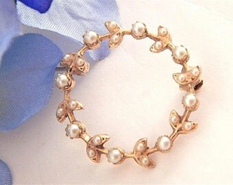 Pin Infinity Circle Brooch Round Gold Metal Floral Garland White Pearl Pin Vintage Costume Jewelry Accessory