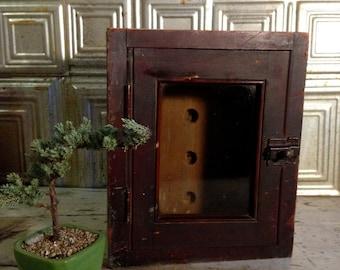 wooden display box / vintage wooden box