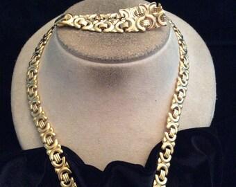 Vintage Signed Avon Goldtone Necklace & Bracelet Set