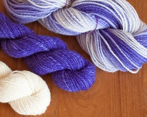 Handspun ombre gradient yarn set / Australian Corriedale Wool handspun yarn / Violet to white ombre handspun yarn plus white & violet skeins