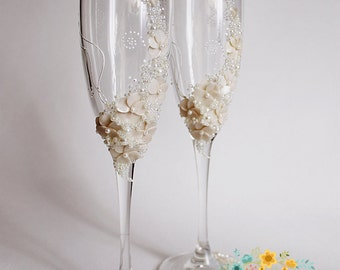 Ivory Wedding champagne glasses-Gentle Wedding toasting flutes-Destination wedding idea-Wedding favor-Wedding gift-Floral Toasting glasses