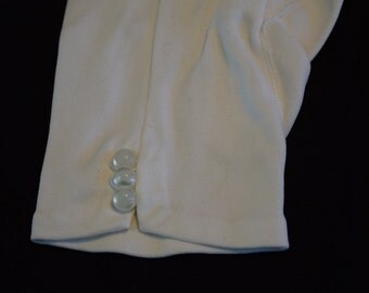 Women's vintage 1960s white wrist length gloves with 3 button trim on top of wrist size 6