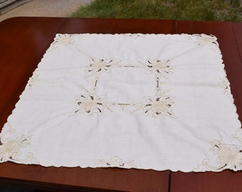 """Vintage 1940s tablecloth bridege cloth tea cloth Natural linen tone on tone embrodiery with open work 32""""x32"""""""