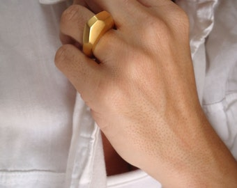 geometric ring - modern - minimalist - facetted - contemporary jewelry - gold matte plated -