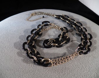 Vintage Yellow Gold Tone Jet Black Lucite Oval Link Long Necklace Chain    **RL