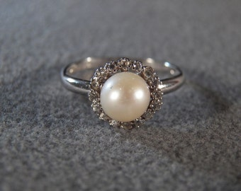 Vintage Sterling Silver Round Cultured Pearl 16 Round Diamond Fancy Classic Halo Design Band Ring, Size 9       **RL