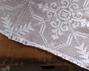 Vintage crochet table runner white victorian romantic cottage style