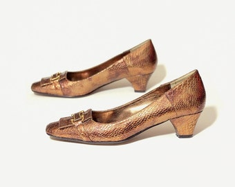low heel pumps bronze metallic front buckle womens shoes 8 vintage 80s 1980s J Renee snake skin imitation brown dress shoes size womens US 8