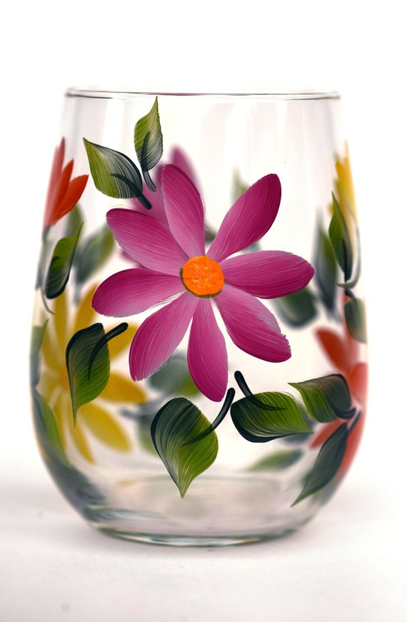 Summer daisies stemless wine glass by wineflowers on etsy for Painted stemless wine glasses