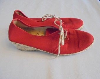 Vintage RED Canvas SHOES Espadrille Wedge Casual Fun  Sz 7.5  1970s or 1980s Bees by Beacon