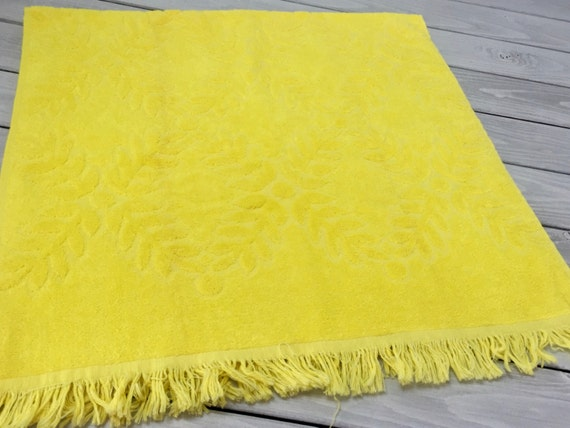 Vintage bright yellow bath towel fringe cannon jacqard floral for Bright yellow bathroom accessories
