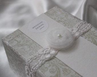 Inspired by Vintage / Ivory Bridal Garter / Lace / Flower / Vintage Garter