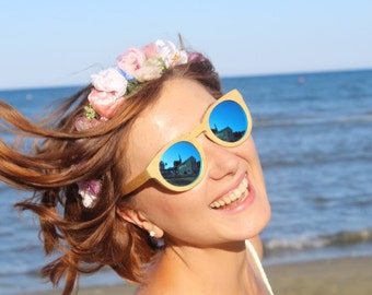 Flower Crown is ideal for weddings and celebrations. It will be shipped worldwide.
