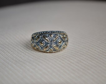 costume Jewelry ring silver womens size 7