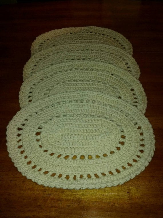 Crochet Pattern For Oval Placemat : Oval crocheted placemats