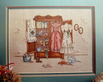Vintage Cross Stitch Pattern Leasure Arts Book 520 - A Cameo of the Past by Paula Vaughan - 162w X 116h