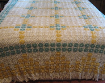Sale!!-Stunning Vintage 30's Coverlet Bedspread Fringe Queen Size Daisy Flowers Cottage Farmhouse